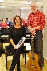 Korets dirigent, Inga Lindmark og formand for Visens Venner, Peter Lorenzen. Begge glæder sig til samarbejdet omkring  Peters Jul